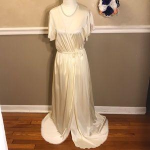 NWOT Vanity Fair lace floral trim robe w/pockets